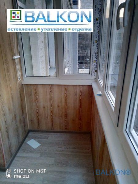 Глянцевые подоконники Open Teck на балконе под ключ