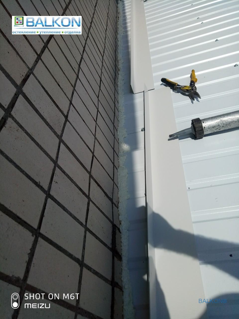 Герметизация крыши на балконе нащельниками и герметиком - бригадой 13