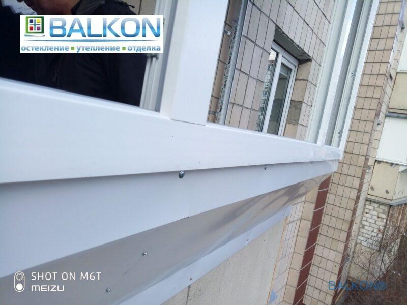 Балкон с выносом по подоконнику Киев пр. Маяковского 3В фото работы 19 бригады